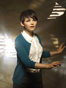 Cast-Promotional-Photo-Ginnifer-Goodwin-as-Snow-White-Sister-Mary-Margaret-Blanchard-once-upon-a-time-25200013-446-595